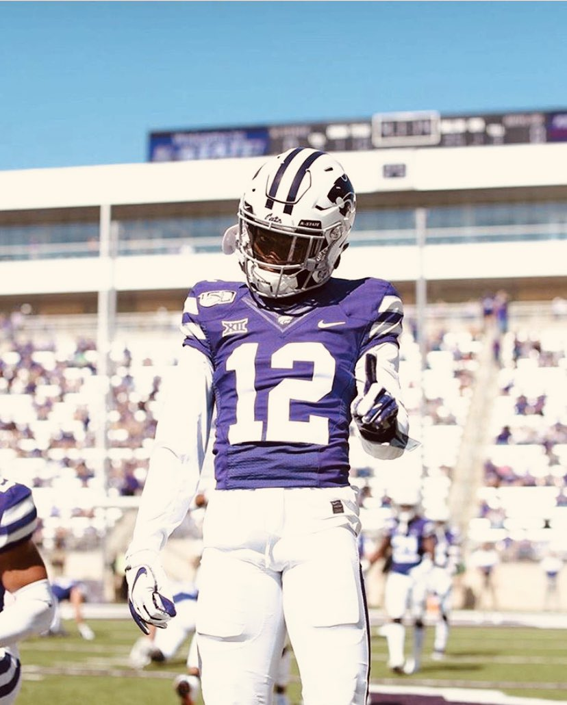 Blessed to receive an offer from Kansas State University.. #EMAW💜 https://t.co/KNdo8yy4Xe