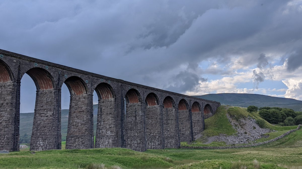 Some shots of the stunning and iconic Ribblehead Viaduct.  #RibbleheadViaduct #Ribblehead #diesel #railway #railways #DieselLocomotive @setcarrailway https://t.co/Fp4DwCsvoC