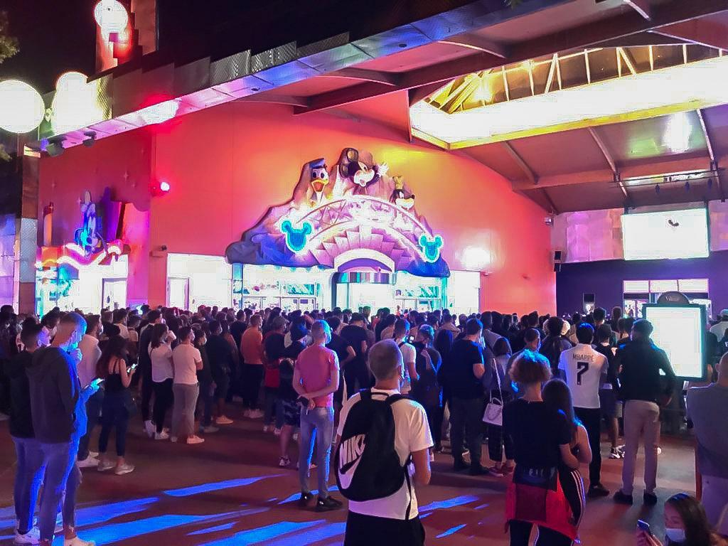 Disneyland Paris ouvert pendant la COVID-19 (juillet-octobre 2020)  - Page 30 EfutU_KWAAA4_Ru?format=jpg&name=medium