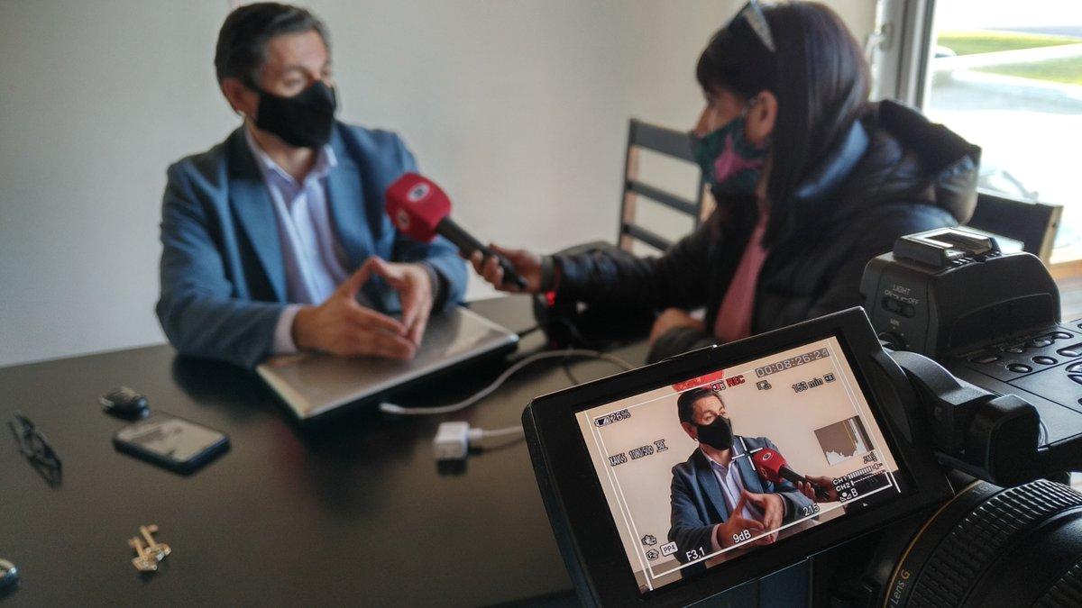 Polémica por la facturación de Servicoop @DardoPetroli cuenta sobre la reunión que mantuvieron hoy con directivos de la cooperativa e informa que los concejales de #ChubutAlFrente se comprometen en recibir los reclamos de los vecinos que sufrieron un alto incremento en la factura https://t.co/eqznDmfvKt
