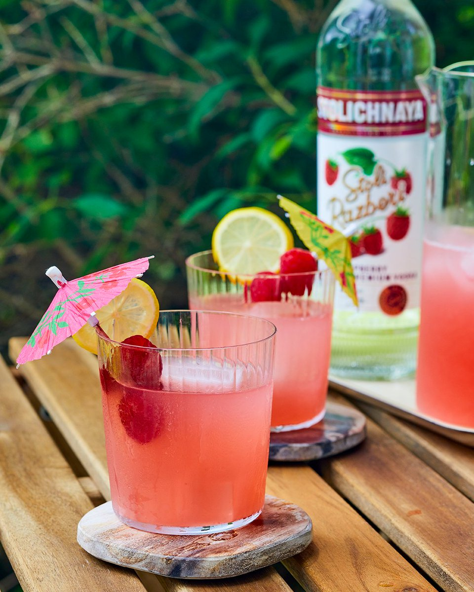 Since when is lemonade fierce? Since now.  Stoli Fierce Fermata 1.5 parts Stoli® Razberi (from @MinibarDelivery) 2 parts Fresh Lemonade Garnish with fresh raspberries  #NationalLemonadeDay #Stoli #Vodka #Lemonade #StoliRazberi https://t.co/Ru1l1fos55