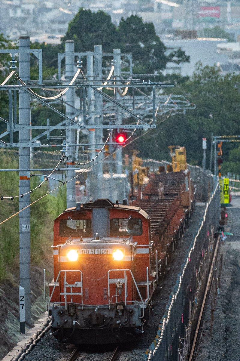 王寺工臨返空 DD51-1109+ロングチキ 前から後ろから・・・(懐かしいフレーズと思うのはワタシだけ?) 線路トラブルで止まっちゃいました #DD51  #ロンチキ https://t.co/NWtcPoTYlu