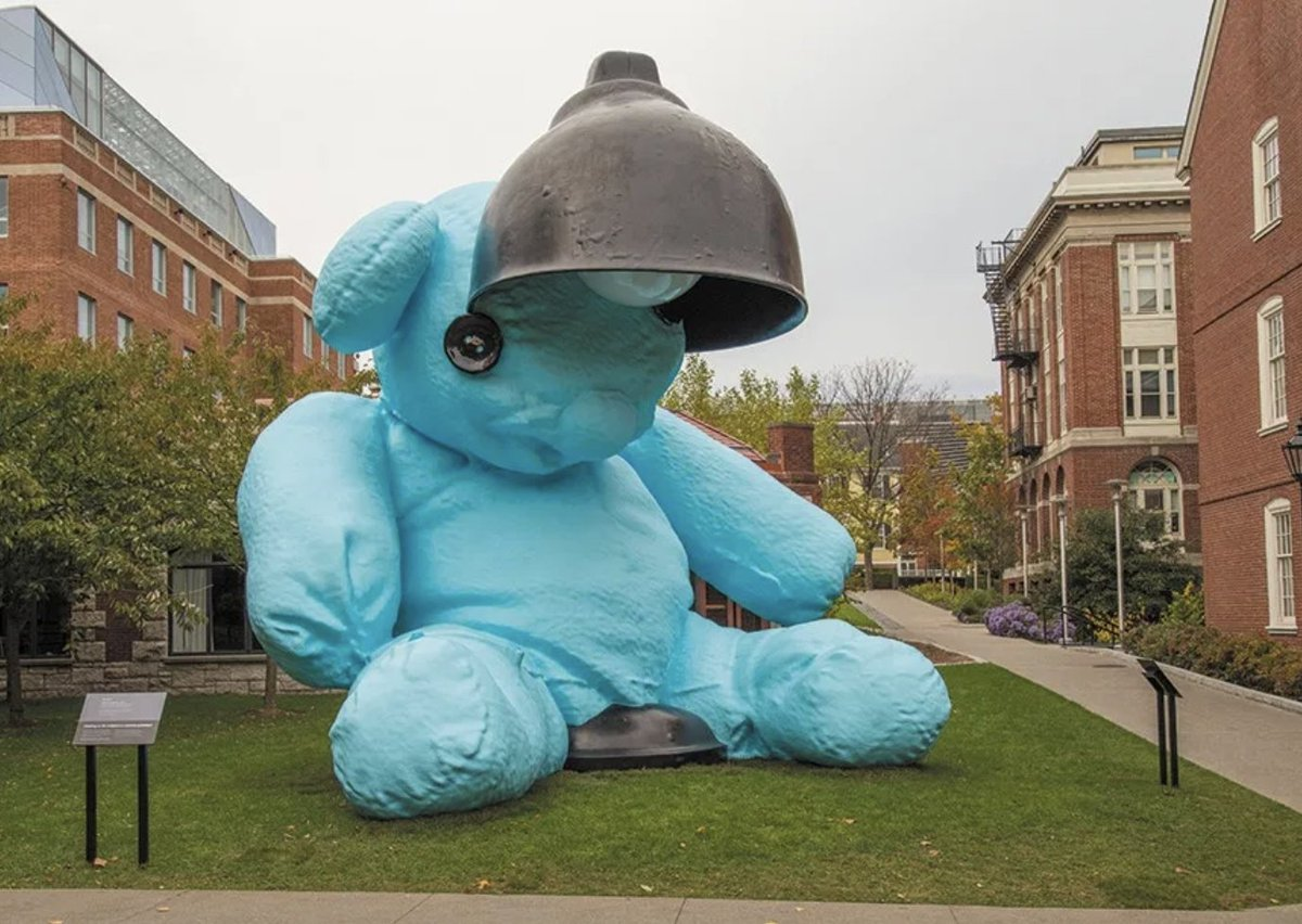 """After more than four years on campus, """"Untitled (Lamp/Bear)"""" is nearing the end of its time on College Hill. Share your personal """"Blueno"""" homage—whether it's a selfie, sketch, video, meme or story—before 8/24 by emailing blueno-tributes@brown.edu or using #ByeByeBlueno. https://t.co/ywC0NEfVCu"""
