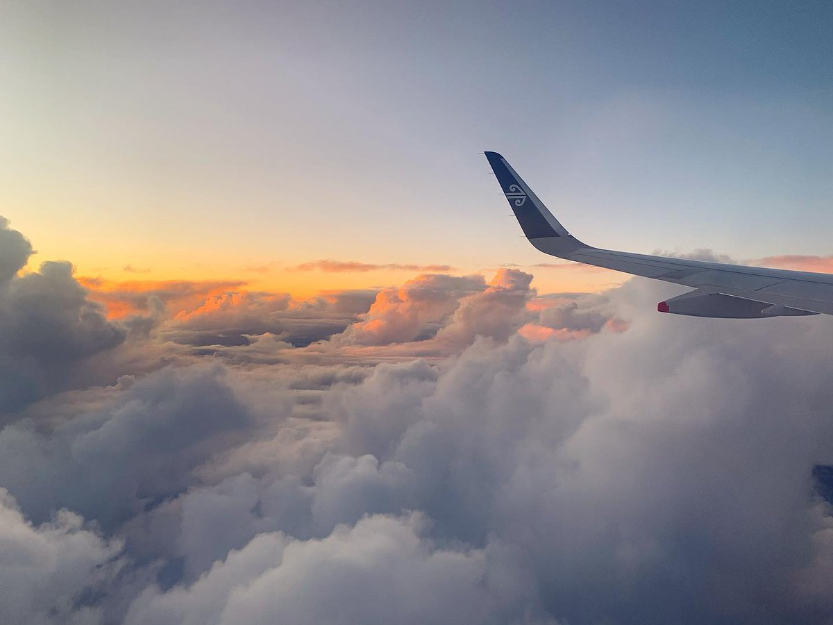 Flying high above the clouds ☁💙 #wingtipwednesday @FlyAirNZ  📸: @kellysarahstone https://t.co/hs8OCHLSUC