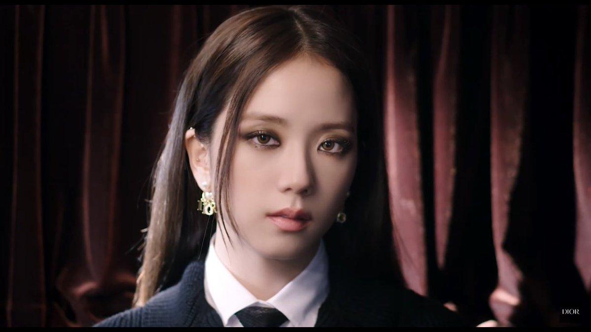 "on Twitter: ""Jisoo, Global Dior Beauty Brand Ambassador wearing Dior Autumn-Winter 2020-2021.… """