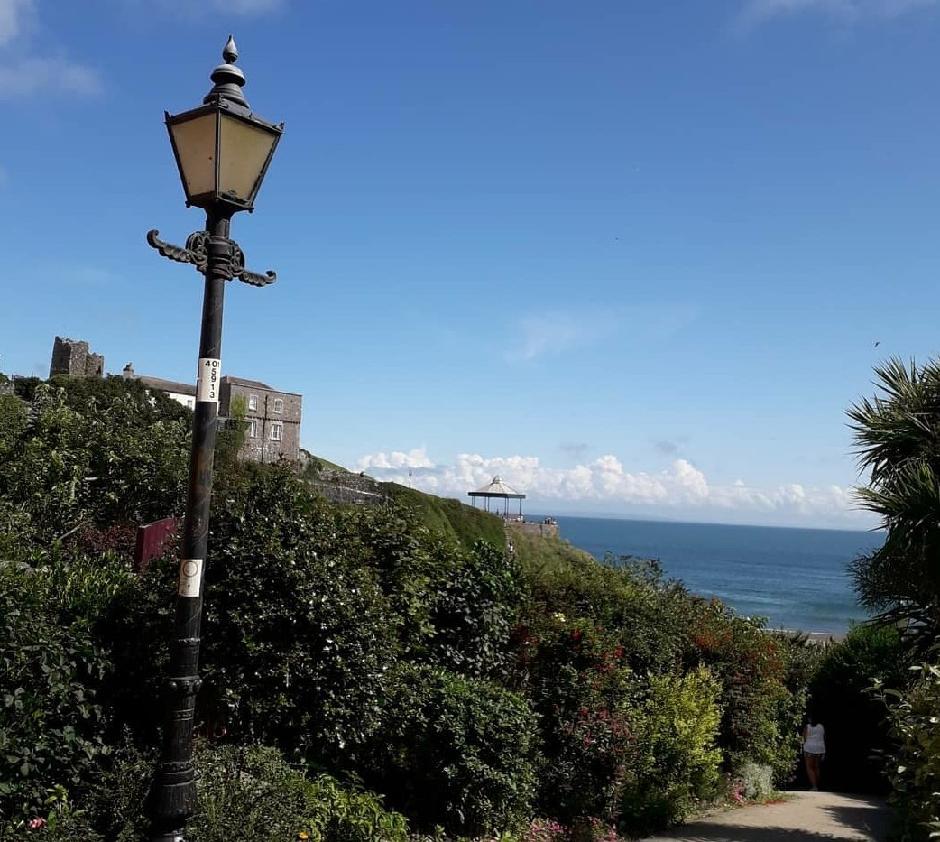 Look at these 3 away for the week down Tenby , so beautiful down there. #clearwaters #blueskies #mymum #enjoy 💞💞 https://t.co/Ds5yy0iPFE
