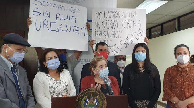 Conan Castro manipula foto para despotricar contra el FMLN