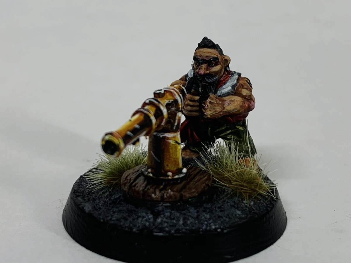 Another #ralpartha #dwarf for my #warhammer #mordheim warband!   Counts as a blunderbuss and a large club. So woe betide the soldier who charges him and gets clonked around the head with a cannon haha! #warmongers #wepaintminis #miniaturepainting https://t.co/zox5bEWZkD