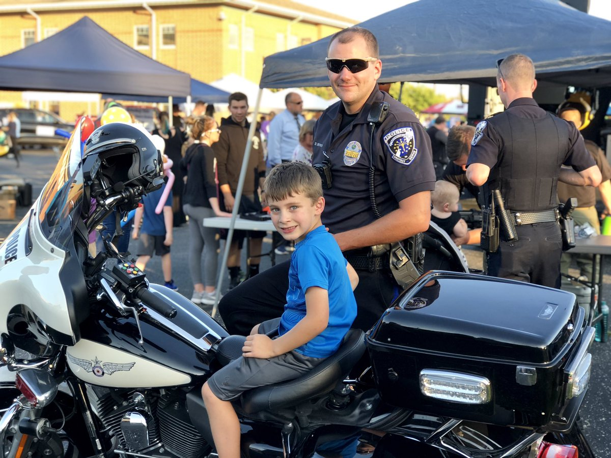 Ready for the Reserves? Brownsburg Police is looking for volunteer officers. @bburgpolice   Article: https://t.co/9eyat7MhFn  #LEO #Reserves #brownsburgindiana https://t.co/MmMKmCJiGn