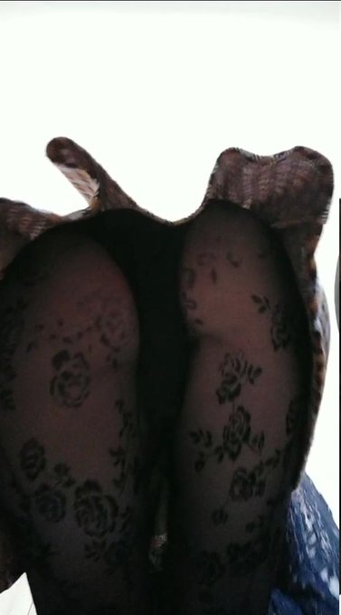 4 pic. As always, some images from the previous video  #SizeTwitter #feet #buttcrush https://t.co/zN