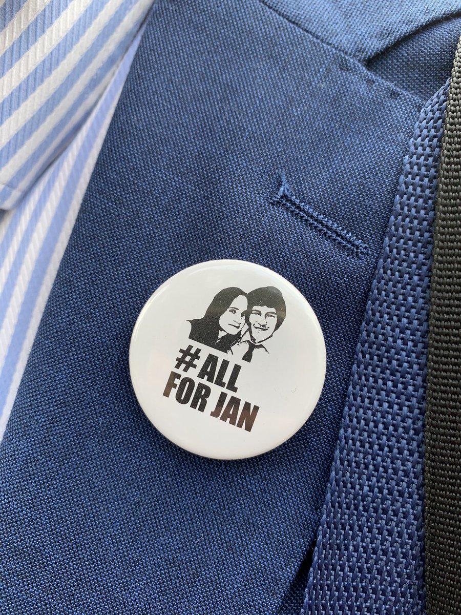 Déploiement de journalistes inédit dans l'histoire de la #Slovaquie pour le verdict du procès des meurtriers du journaliste Jan #Kuciak attendu ajd https://t.co/HHuXi5WxvN
