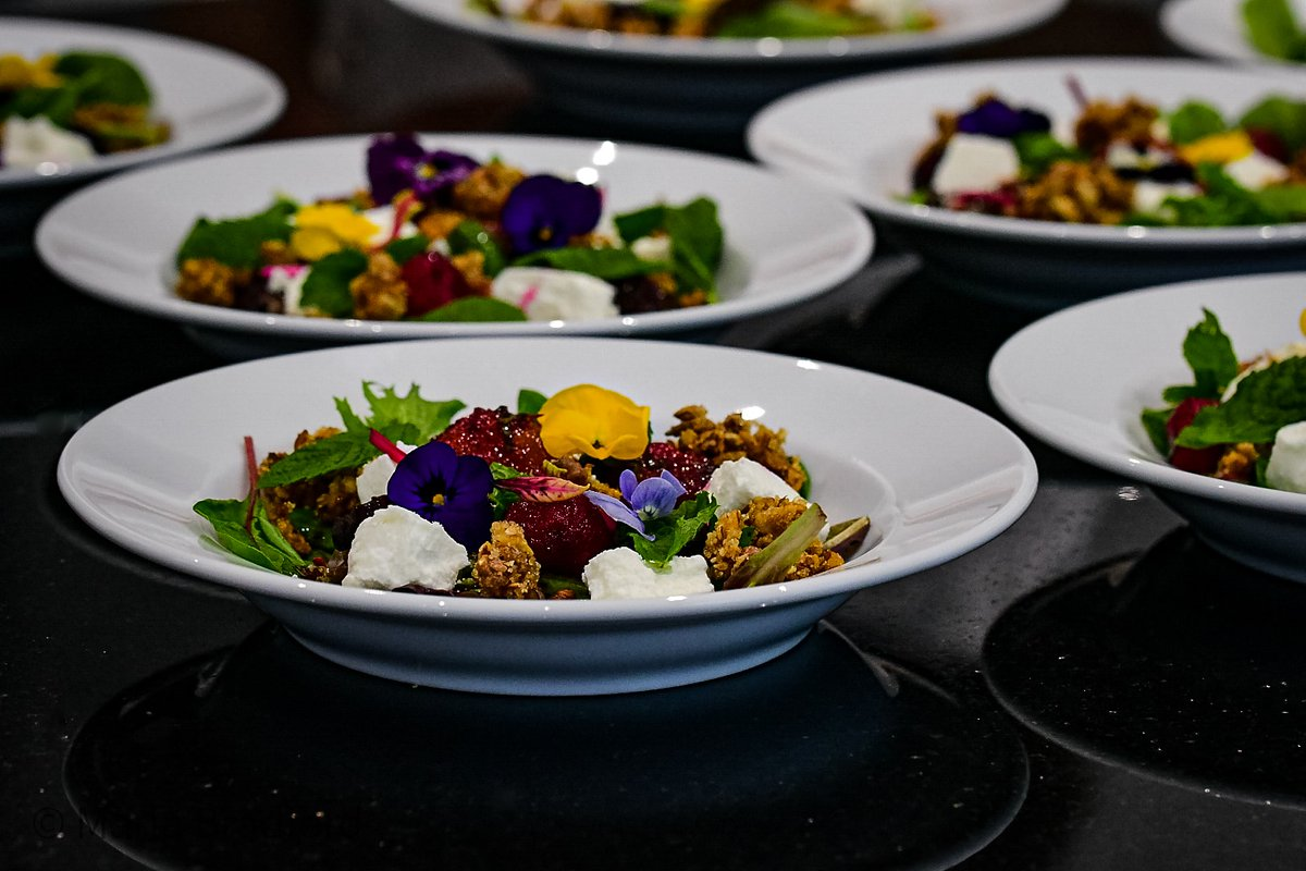 Beetroot and Goat Cheese Salad topped with Fonio, Egusi and Sesame Seeds Granola #sierraleone #freetown #afrofusion #mariabradfordkitchen #proudlyafricanbrand https://t.co/caS4goAitZ