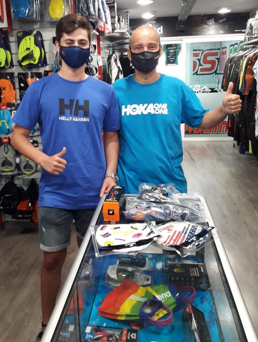 Visita a la botiga del triatló de Marc Luque amb  qui hem pogut tenir la sort de poder entregar un pack de productes per gentilesa de la marca @JakedSpain   A veure si aviat tornem a la normalitat.  @JAKEDITALIA  #jaked #natació #esportissim  #aigüesobertes #sport #swimmer https://t.co/G5mEOWlBwt