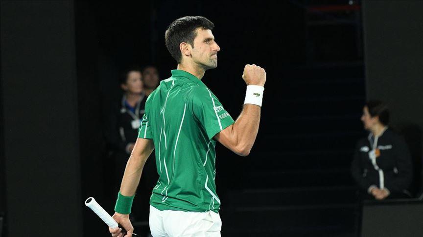 ABD'nin New York kentinde düzenlenen Grand Slam turnuvasının üçüncü gününde Sırp Novak Djokovic ile Büyük Britanyalı Kyle Edmund karşılaştı.  Djokovic, Edmund'u 3-1 mağlup ederek üçüncü tura yükseldi. Djokovic, üçüncü turda Alman Jan-Lennard Struff ile mücadele edecek. #ABDAçık