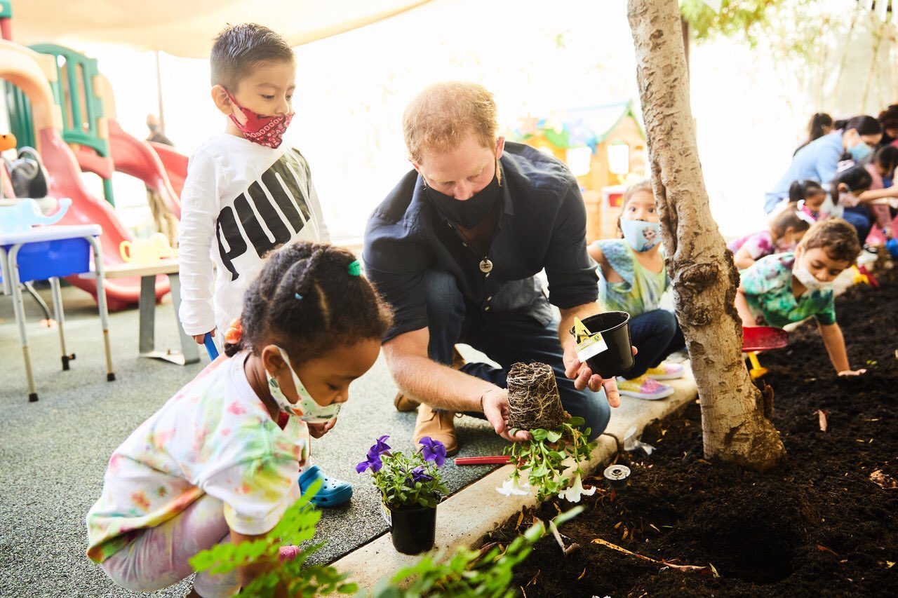 Prince Harry and Duchess Meghan visits Los Angeles preschool learning center   Lipstick Alley