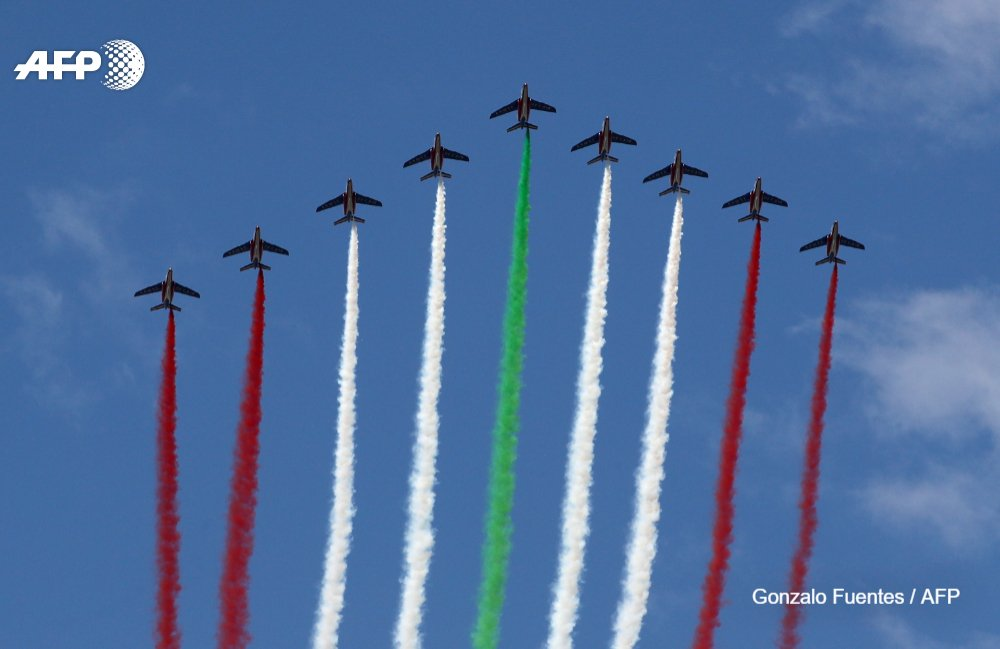 The 'Patrouille de France', the world's oldest aerobatics unit, painting #Lebanon's skies with the red, white and green of the national flag 🇱🇧  @AFP #Macron https://t.co/ojPHuIZpRf