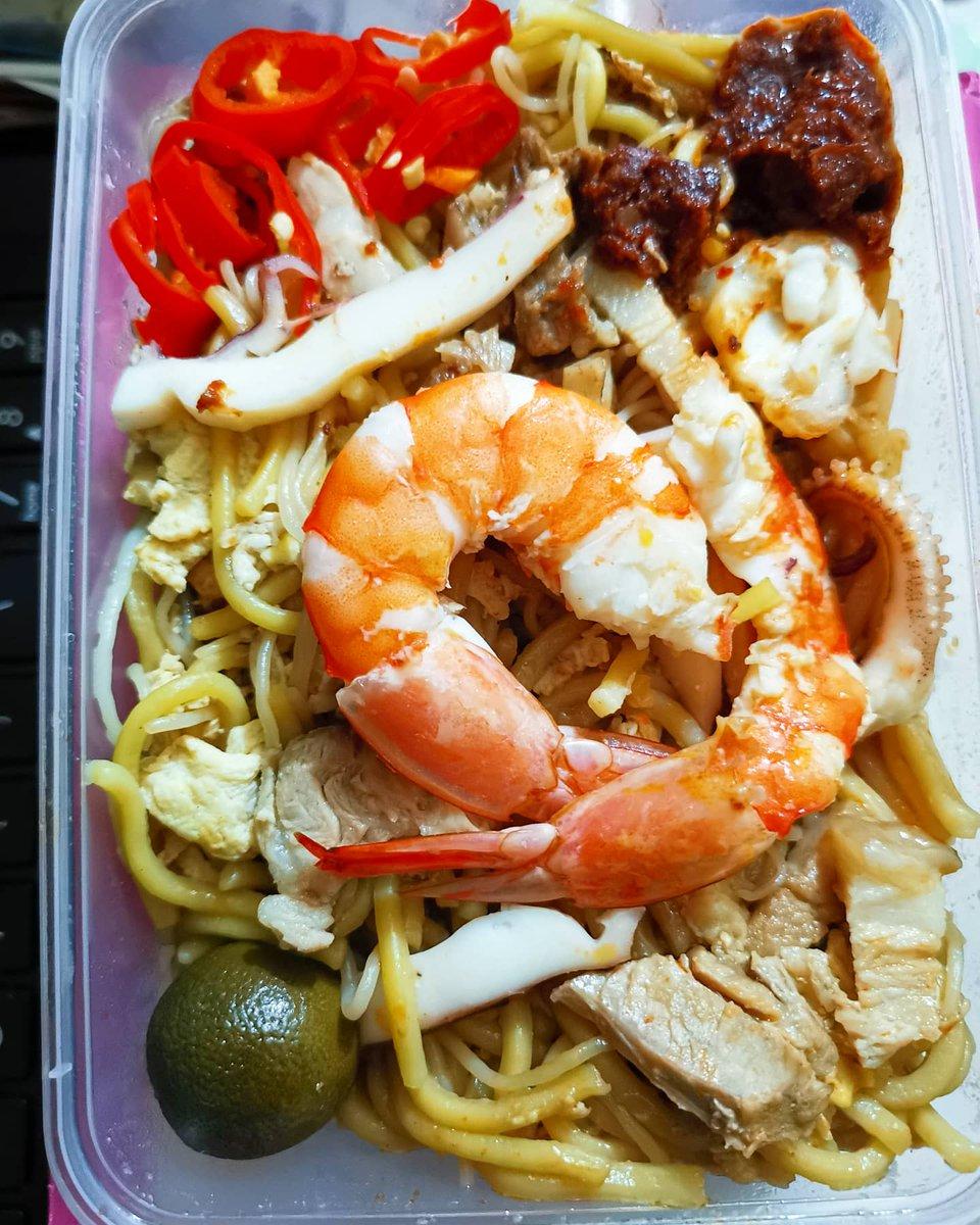 Take out Fried Prawns Noodles #fried #noodles #prawns #lunch #almuerzo #ketodiet #healthy #fitness #lifestyle #coffee #tea #abendessen #takeout #AsianFood #福建炒蝦麵 #新加坡美食 #料理写真 #おいしい #저녁식사 https://t.co/oNcRqW7Gjd