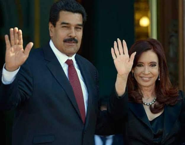 """""""Antes de reclamar da vida,  pense no venezuelano que fugiu para a Argentina. """" via Marcio Sugata, há um ano, antevendo o momento atual. #triste https://t.co/FtBfhy6fM6"""