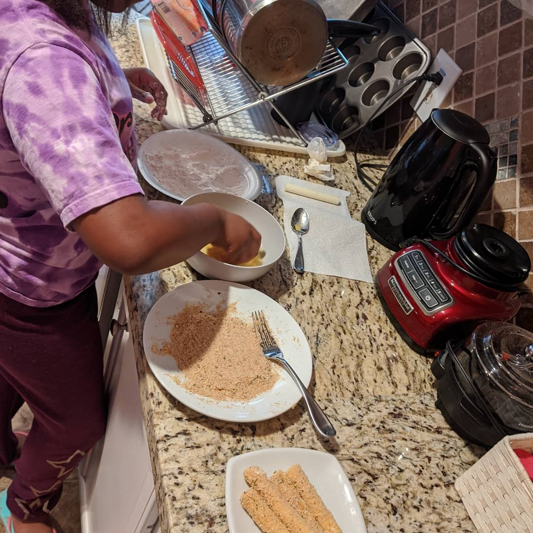 For tonight's adventure in cooking, the girls are preparing: Fried Pickles and Fried Cheese! Meanwhile, I'm posting this from my bed. 😁 #HoustonBlackBlogger #BlackMotherhood #BlackMomMagic #MomOfLittles #BlackMomsMatter #MomBoss #MelaninMom #MelaninKids #BlackCreativeKids https://t.co/NNlWyNn9bh