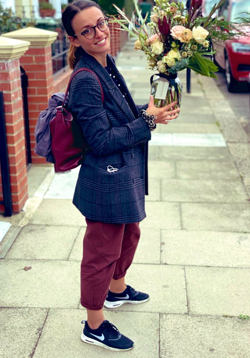 A very welcoming Day 1 @NewhamHospital @NHSBartsHealth yesterday! I am very proud to be part  of your team on this journey 😊 special thanks to @Gsep_ @dwase and Yasmin! This lovely flowers are from my other half of course @g_polimeno ❤️ ready for day 2! https://t.co/MgaEL9gYXC
