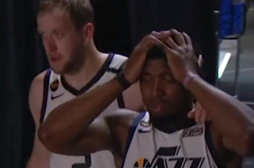 【影片】瘋狂抓頭+痛苦落淚!系列賽場均36.3分,Mitchell賽後採訪:再也不會首輪出局!-籃球圈