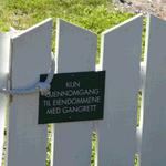 Nylig har vi sendt en henvendelse til Færder kommune der vi reagerer negativt på et oppsatt skilt i #strandsonen og at folk vises bort av grunneier. En tidligere brukt sti er ikke lenger tilgjengelig. Les hva vi mener: https://t.co/xS7wNVFn1c