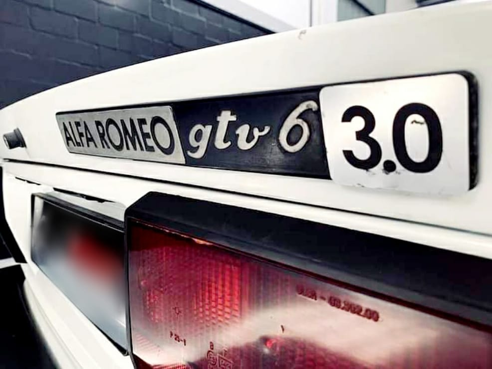 Back in 1984 this badge meant business... Today... It's the mark of a Motoring Legend... @alfaromeoofficial @alfaromeouk #alfaromeo #alfaromeo #gtv6 #italianstallion🇮🇹 #italianstyle🇮🇹 #gumball3000 #gumballlife #gumballfamily #weare22 #hypercars #supercars #classiccars #roadrally https://t.co/OmnI9Ai6pM