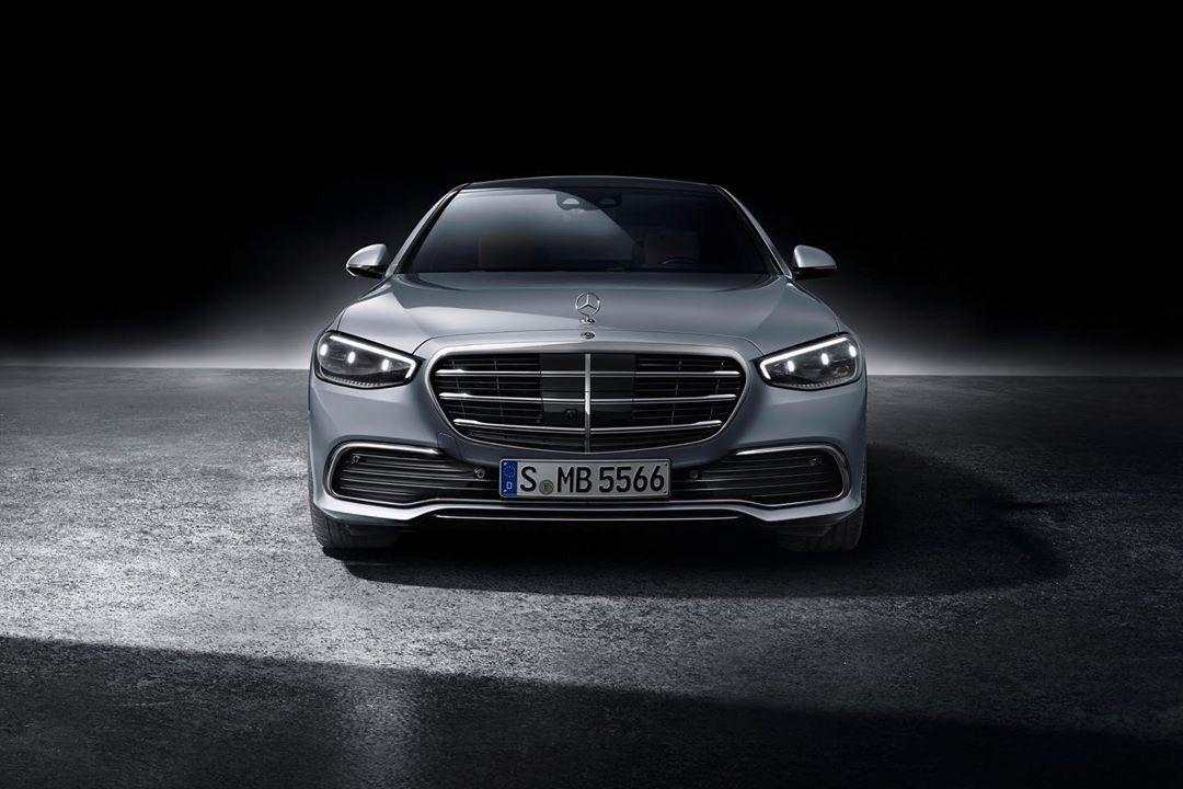 Nuevo Mercedes-Benz #ClaseS. Experimenta el lujo automotriz de una nueva manera. ✔️Nueva generación #MBUX ✔️Nueva arquitectura interior ✔️Más de 98 kg de componentes creados de material reutilizable ✔️Nueva carrocería para la seguridad en caso de colisión https://t.co/W2kASXLG1x