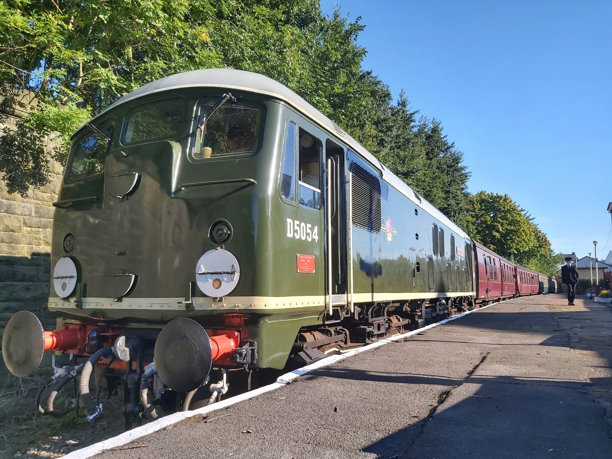 Cracking day secondmanning on the 24 on Monday. Looking forward to getting a few more turns under my belt this year now we're back running again 😀 @eastlancsrly @elrdiesel @kippingjim #eastlancashirerailway #sulzer #d5054 #class24 #diesellocomotive https://t.co/TW3D1W3N4e