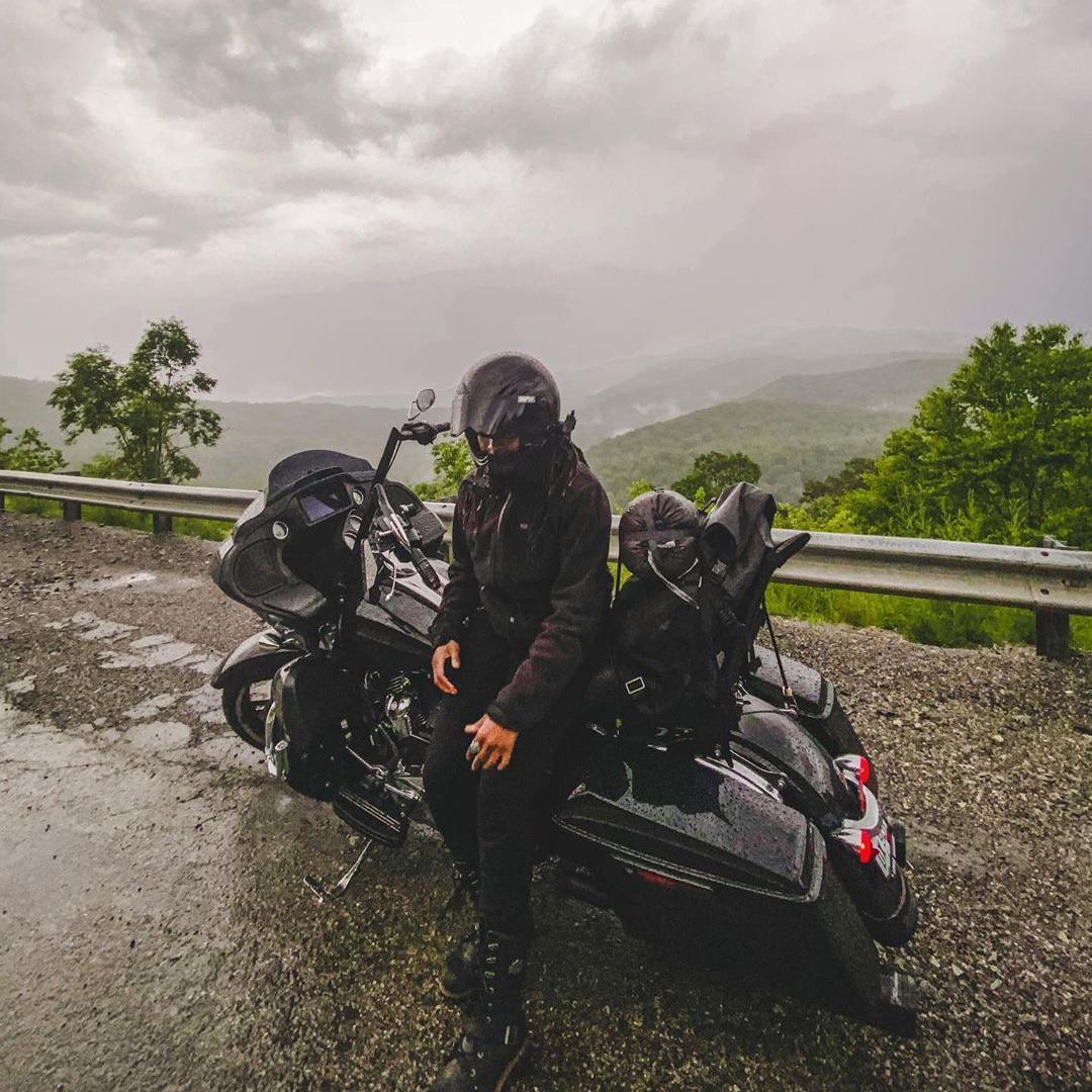 Ya sea con lluvia o bajo el sol, las vistas siempre son mejores sobre dos ruedas. 😎  #FindYourFreedom  #LiveYourLegend  #FreedomMachine #HarleyDavidson https://t.co/zQRzYDl3Me