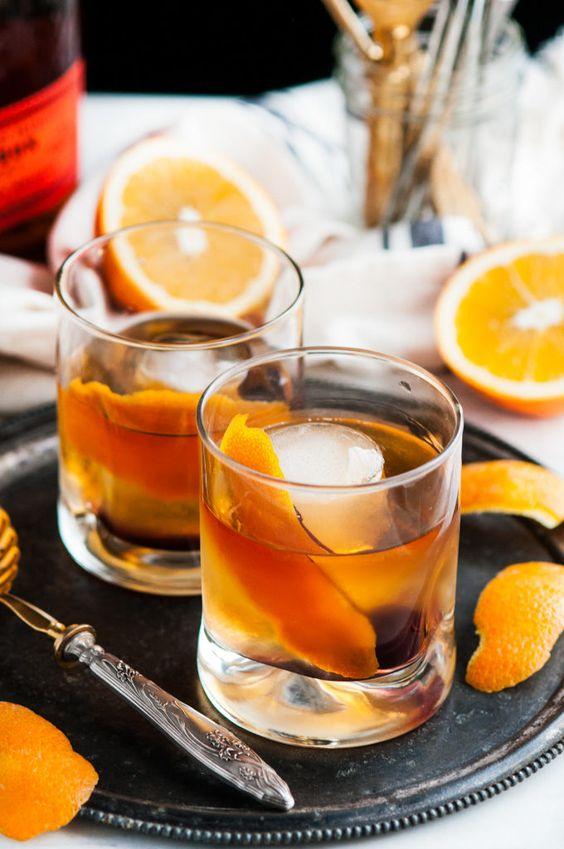 Distillery spotlight drink of the week! The Epoch Rye Old Fashioned by @baltspiritsco!  •2 oz Epoch Straight Rye Whiskey •.5 oz Simple syrup •2 dashes black walnut bitters  #baltimorespiritscompany #MDspirits #drinkoftheweek #b2bshipping https://t.co/7SWfDJNMhf