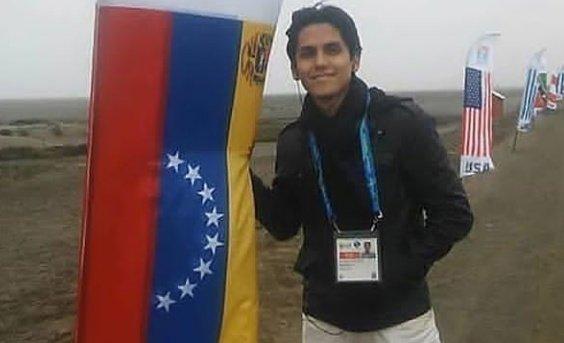 Venezolano logra primer lugar en Exámen Nacional de Medicina en Perú, Yeisson Rivero, puntaje de 16.8 con la posición más alta, seguido de Ricardo Castro, Venezolano también en más de 600 aspirantes de diversas nacionalidades. Felicidades, Excelencia Academic https://t.co/keuY24DvGh