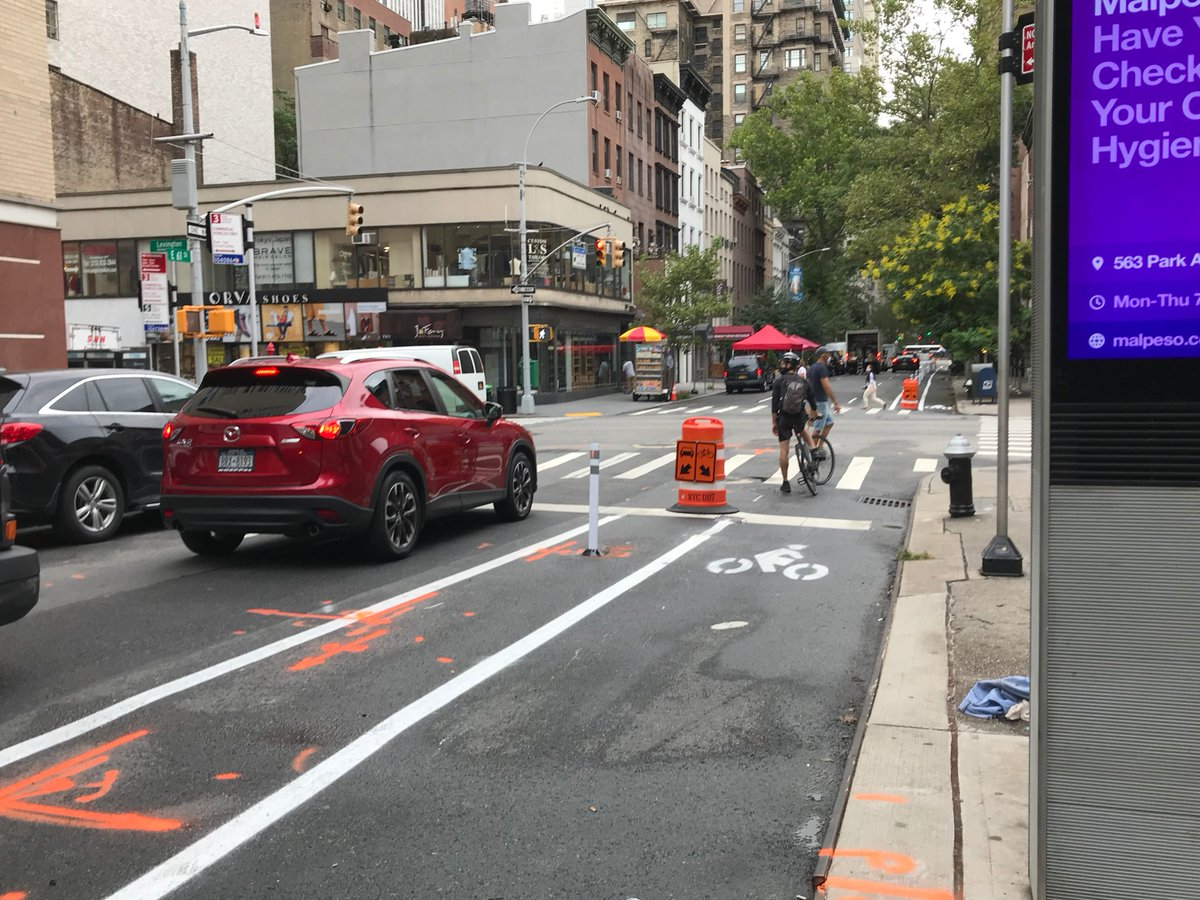 DOT is installing temporary #BikeNYC lanes on 61 & 62 Sts btn York & 5 Aves in #Manhattan.  🚗: Do not park or stop on the curb. Where it is allowed, park/stop outside the flex-posts. Follow posted signage.  🚴: Wear a face covering & practice social distancing whenever possible. https://t.co/KSYKDyVDFv