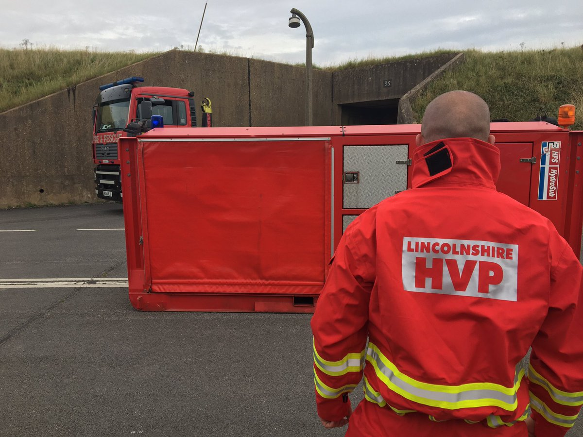 Today some of our Wholetime crew have been at @LFRTraining with @GainsboroughFRS Wholetime and On Call crew (@LincsFireRescue)... They have been learning all about the High Volume Pump @FireResilience Asset used in flooding and other incidents #notjustfires https://t.co/RUwX708MmK