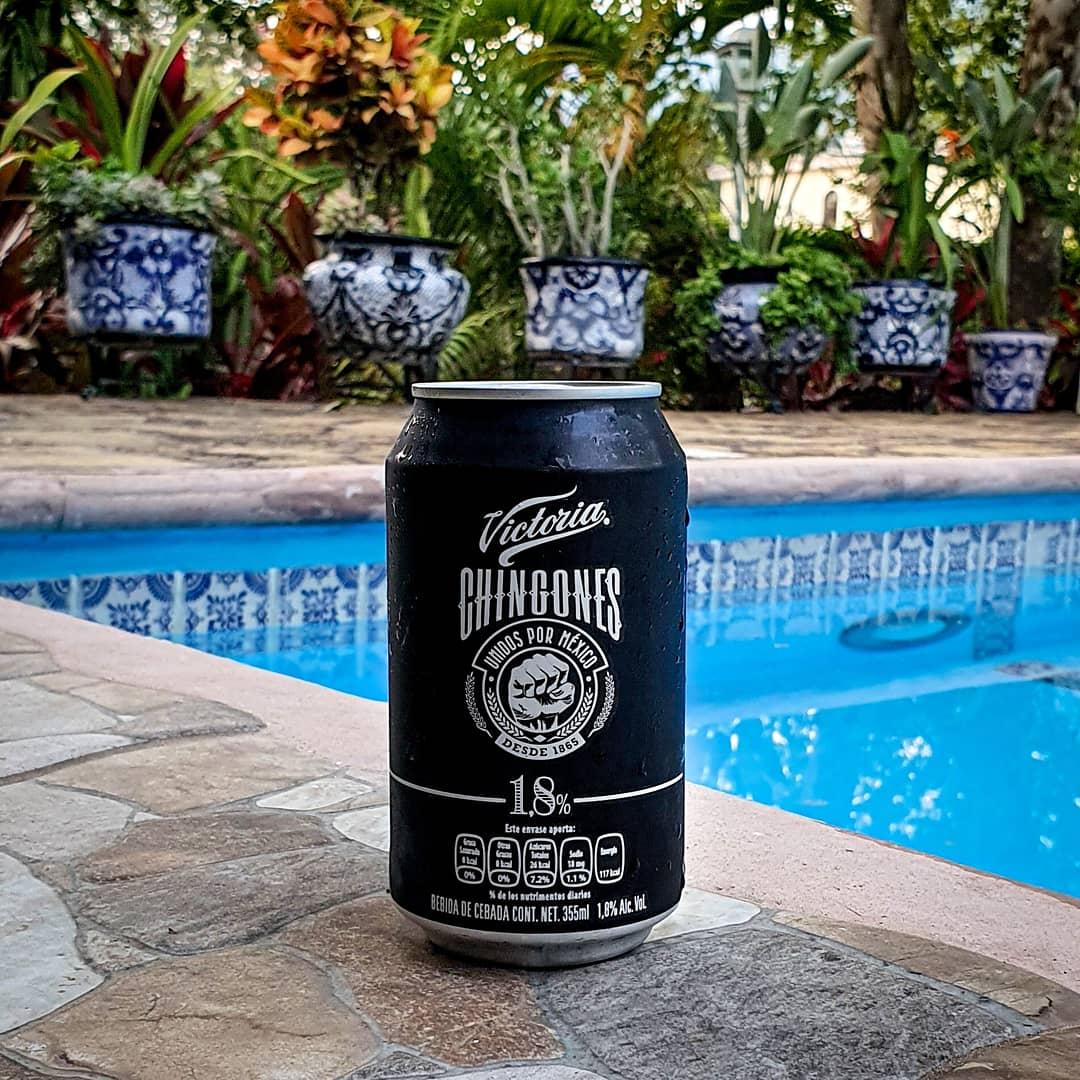 Una presentación elegante, esta cerveza con solo 1.8% de alcohol se creó este año por el tema del Covid, ya la probaron? Esta muy ligera, que les parece?  🍺 Victoria Chingones 🥴 1.8% Alc. Vol. 💧 355ml 📍 Apan, Hidalgo, Méx. 💸 $14 mxn aprox © #LordCerveza  @VictoriaMX https://t.co/QHq5GBu98e