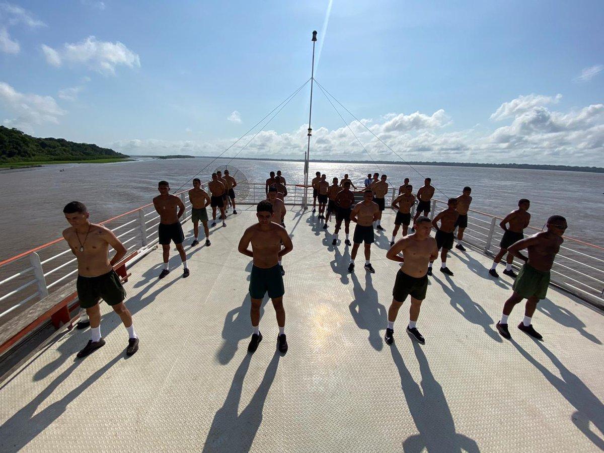 #OperaçãoAmazônia - Durante deslocamento para Manaus/AM, militares da 23ª Brigada de Infantaria de Selva, Marabá/PA, mantém o preparo com Treinamento Físico Militar. #SeuExércitoNuncaPara https://t.co/RV4KVGkhhf