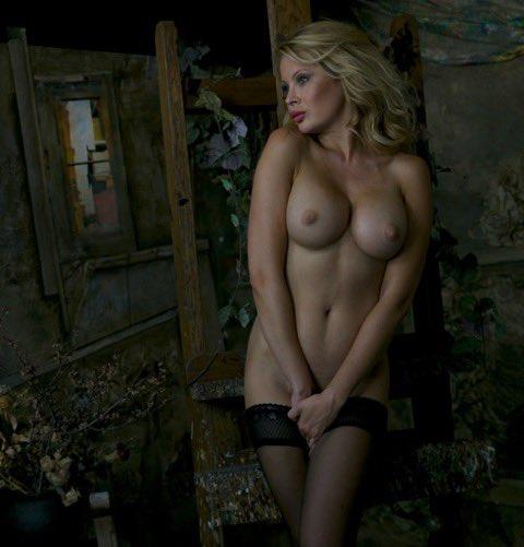 #joannabujoli #blondie #naked #stockings https://t.co/zQ0StruW3k