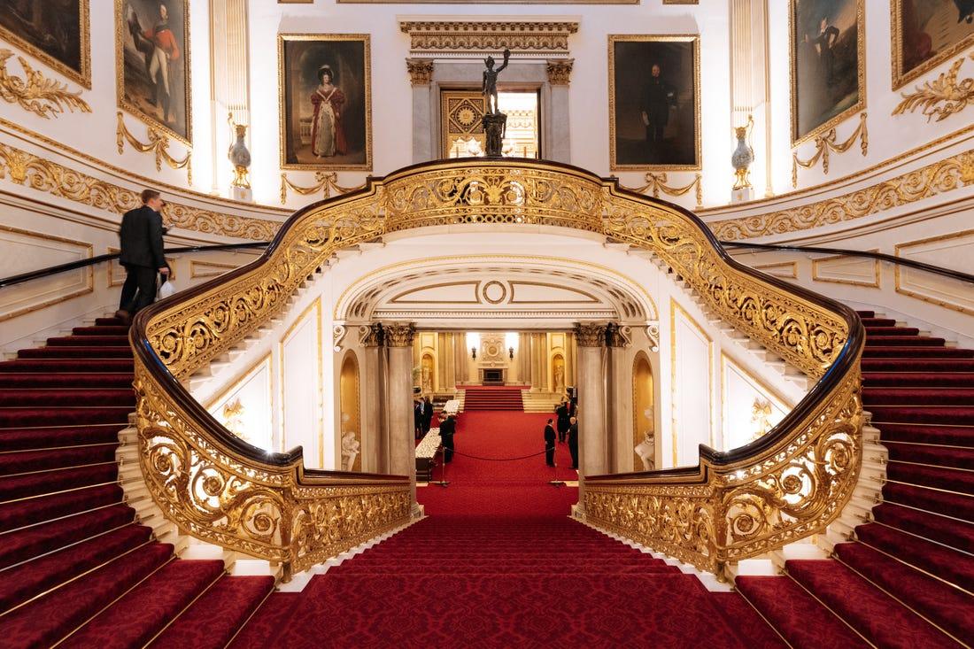 inside buckingham palace documentary - 1024×682
