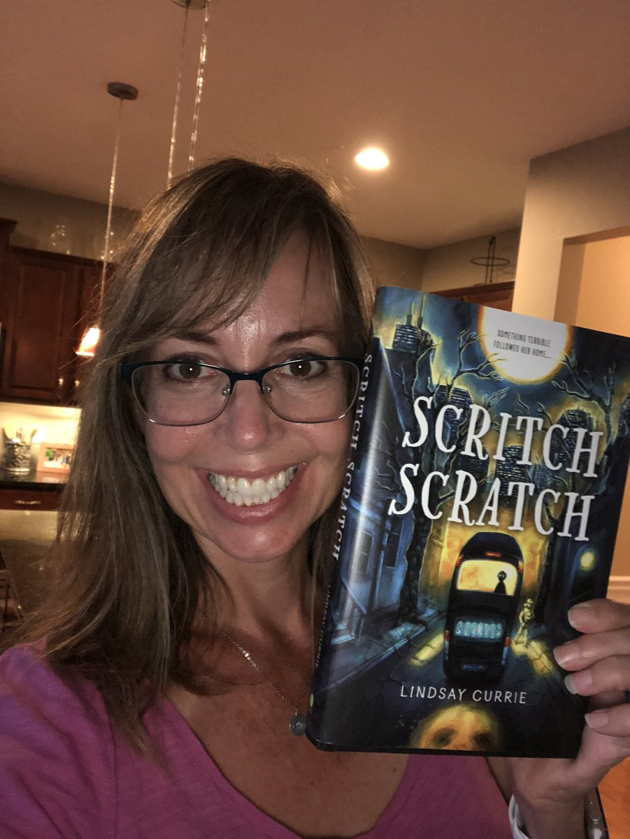 Look what arrived on my doorstep, @lindsayncurrie 😱 👻💀🎃🙀#ScritchScratchBook