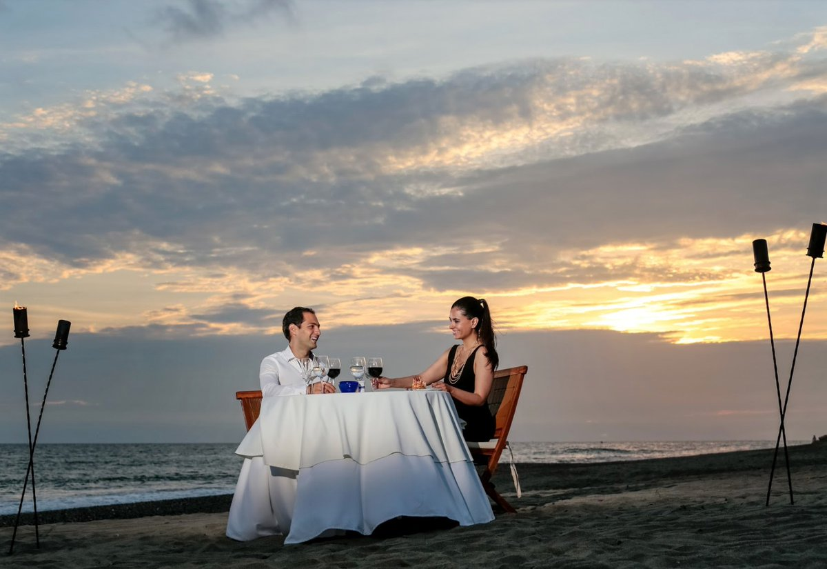 Romantic private dinner on the beach with the most beautiful sunsets!   »https://t.co/zc5LykIVXV  📍» @HotelCasaVelas https://t.co/p6Tsu1Jc7i