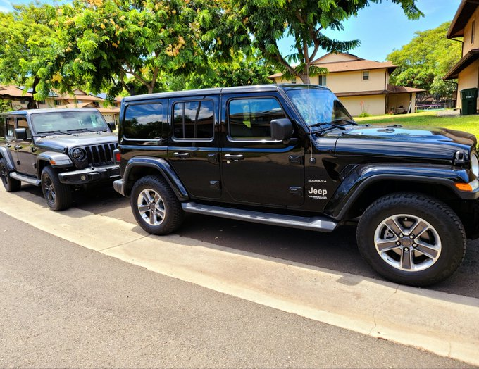 OK so finally my husband and I have our Jeeps next to each other and I can get a photo.I'm really private