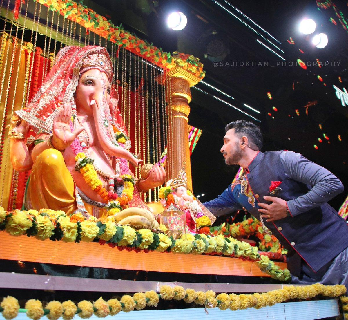 गणपती बाप्पा मोरया!! Eat ukdi modak & puran poli & Stay Safe! Ganeshji is referred to as Vighnahaara ( Remover of Obstacles) what obstacles do you wish to be removed comment below 👇   #GaneshChaturthi #GaneshChaturthi2020 #LordGanesh #GanpatiBappaMorya https://t.co/usq5eAtEiN