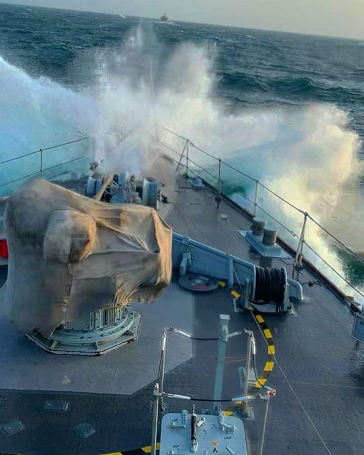 A smooth sea never made a skilled sailor. It hasn't all been calm seas for @HMSLedbury and @HMSBlyth with wind speeds up to 60 knots and wave heights in excess of 4 metres through the South West Monsoon in the Arabian Sea. #Smallshipbigimpact @RoyalNavy