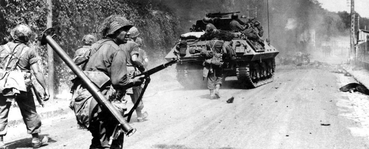 [#DDay76] 🇬🇧 #OTD August 23, 1944: soldiers of the 11th Regiment (5th Infantry Div) supported by a M10 TD along avenue de Valvins in Avon.  [#DDay] 🇫🇷 23 août 1944: des soldats du 11th Regiment (5th Infantry Div) appuyés par un M10 TD à Avon sur l'avenue de Valvins.  📸NARA #Avon https://t.co/FcxguOkfuh