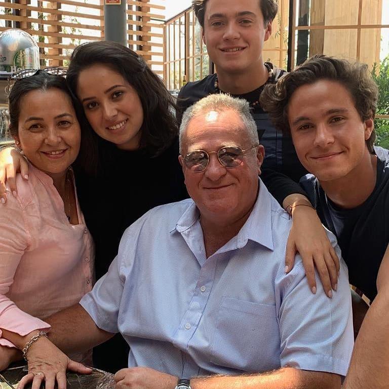 Pasando este día del padre con mi papá y mi familia hermosa 😍 #felizdiadelpadre  17/06/2019