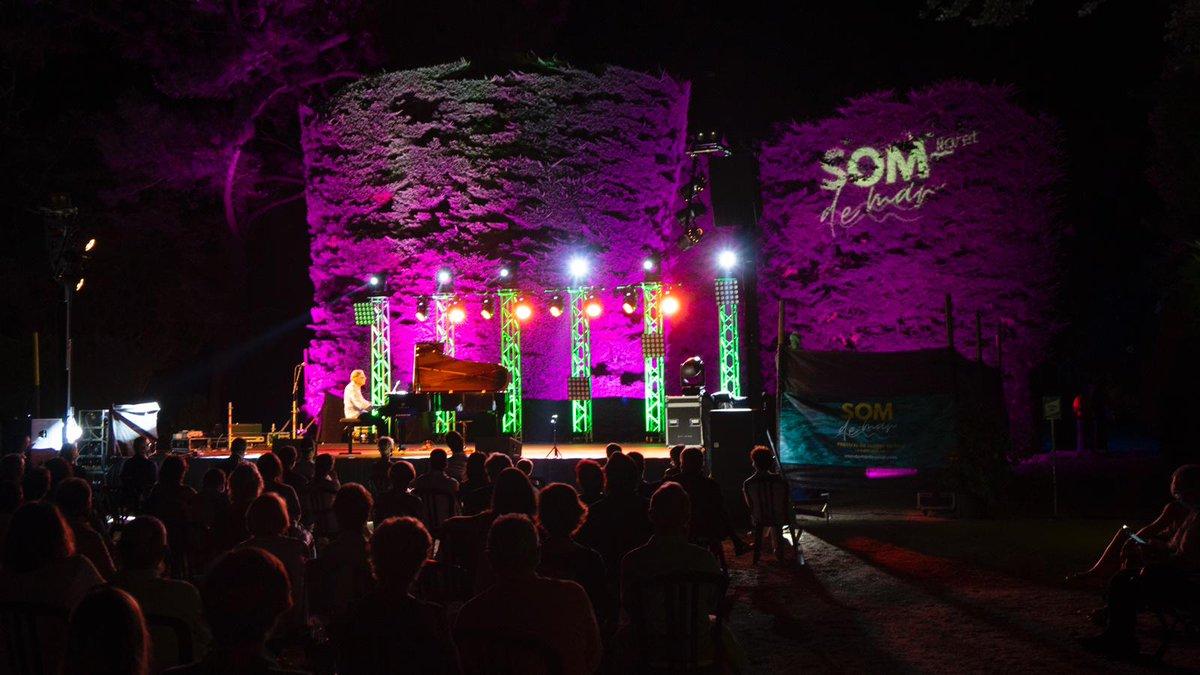 #SomDeMar | Ahir a la nit el @somdemarfest va donar el tret de sortida a #LloretDeMar amb el concert solidari de Laurent Martin. Avui, torn per @juditneddermann que presentarà algunes de les cançons del seu nou disc https://t.co/PdFwp0fyAu #SerOnSiguis #SomSabadell https://t.co/Ng8TNjt0CW