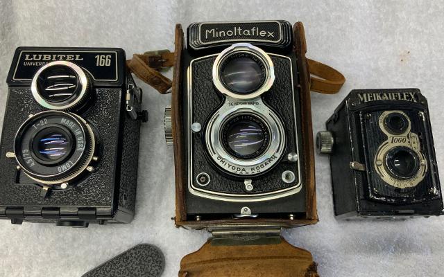 孤独死の部屋の遺品整理してたら今のカメラには画素数も付与上限に達しないカメラが出てきた。35〜20年前?のカメラかな。むかしの人はこれで印象に残る写真を取っていたんだもんなぁ…