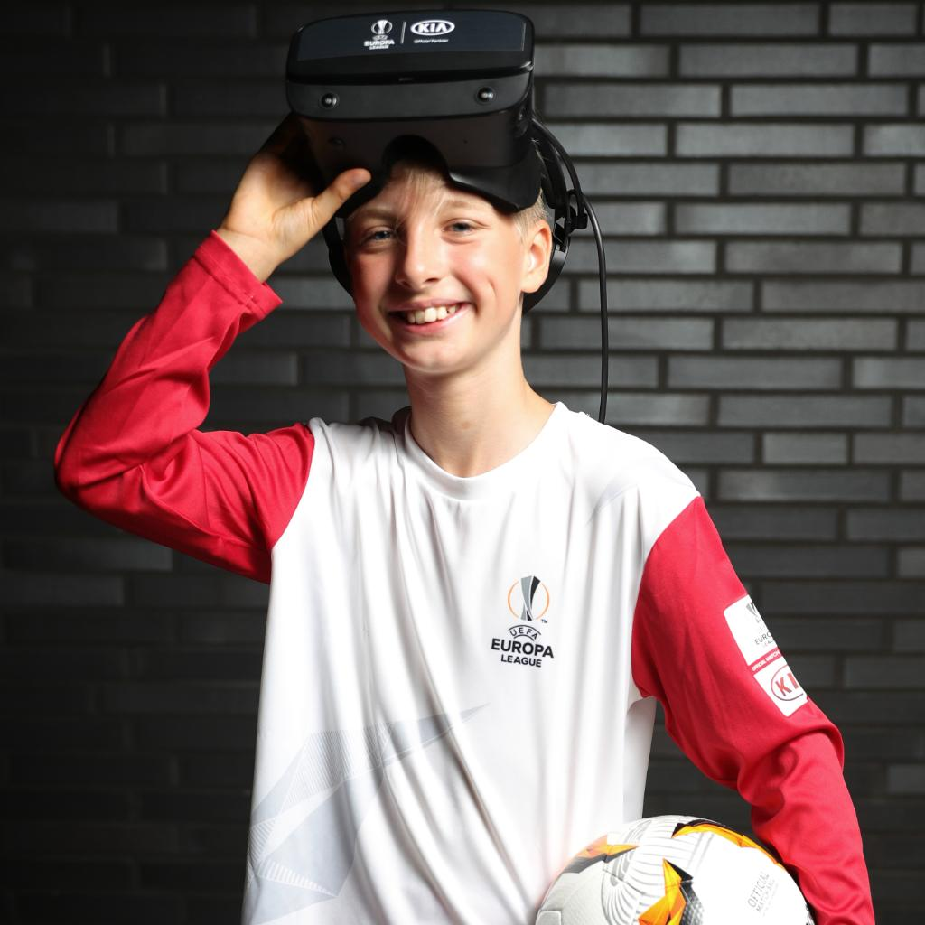 We're proud to have delivered a virtual experience of the Kia Official Match Ball Carrier for one child at the 2019/20 UEFA @EuropaLeague Final 🏆   10-year-old Justus was given the unique opportunity to fulfil the role virtually at his home ⚽️   #UEL #VirtualOMBC #HerosWalk #Kia https://t.co/wiUZq51V1o