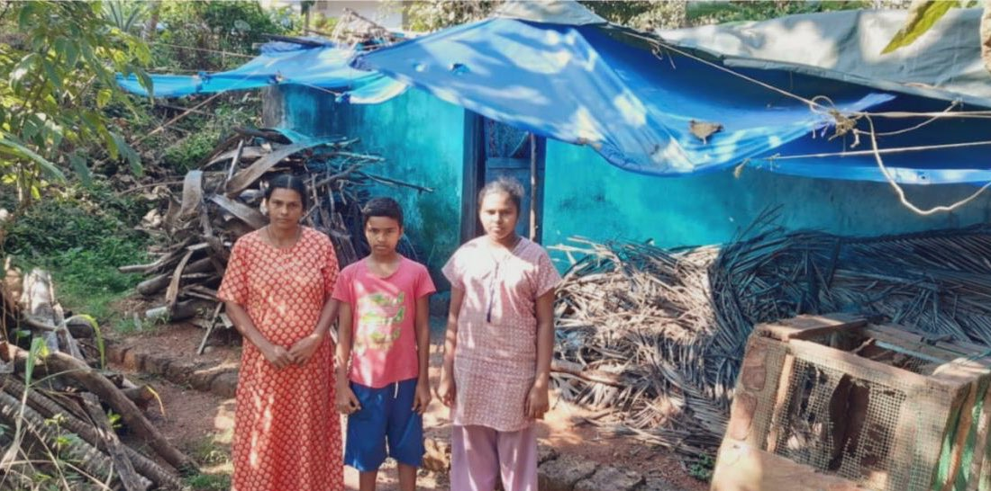 .@ArtofLiving volunteers from Kerala took the initiative and built a house for a family in Kannur district, who were living under a plastic sheet house for the last 12 years. https://t.co/otNEpLMSPD