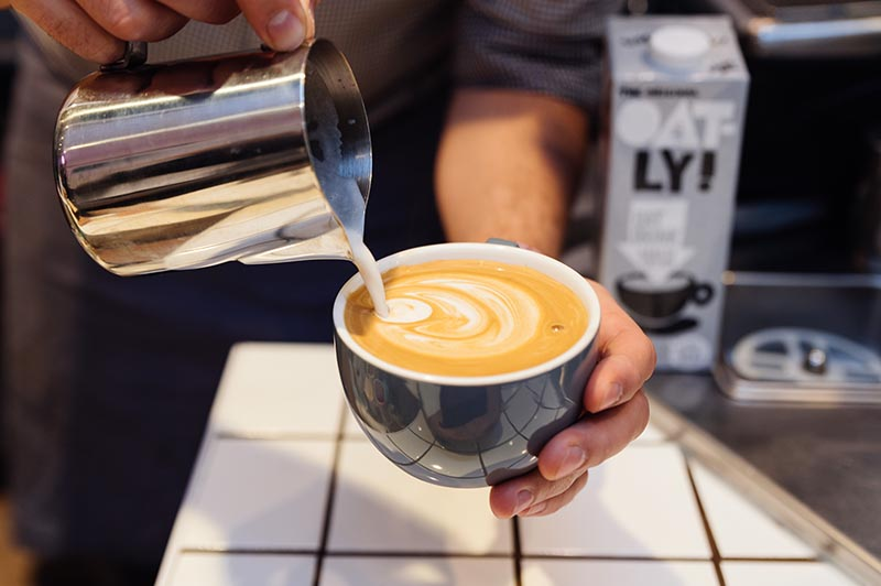 To celebrate the reopening of @CrusshJuiceBars in Jubilee Place #CanaryWharf, the're offering #free hot drinks tomorrow, Tesday 25 August https://t.co/X4oRWxzzw5 https://t.co/3rAgzgELUw